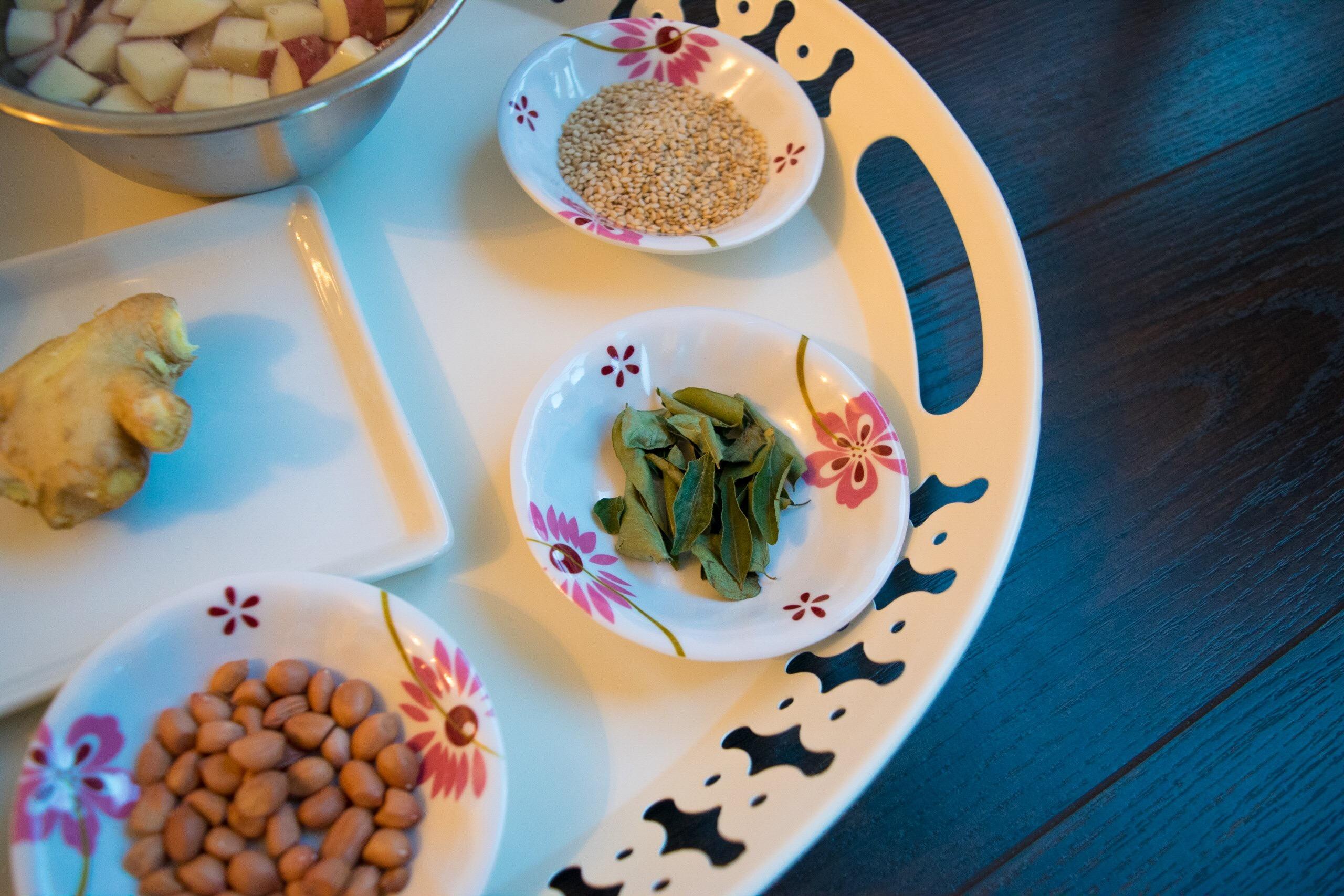 Sesame seeds, Curry leaves, Peanuts