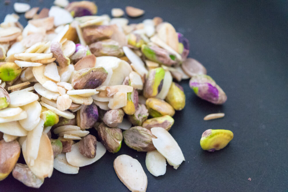 Roast Sliced Almonds and Pistachios